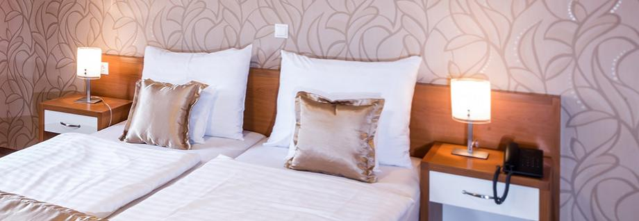 <span class='title'>Modern szobák</span><span class='text'>Pécs szívében, pár percre a Király utcai sétálótól 4 szobatípus közül válogathat<br></span>